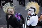 Οι εκπρόσωποι των περιθωριακών συμμετέχουν στο φεστιβάλ «Κύμα και Γοτθικό» στη Λειψία. (PETER  Reuters)