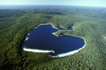 Lake McKenzie (McKenzie) is located on Fraser Island at an altitude of 100 meters the most beautiful  lakes in Australia. has elevated acidity that  making the lake uninhabitable any species of freshwater organisms.