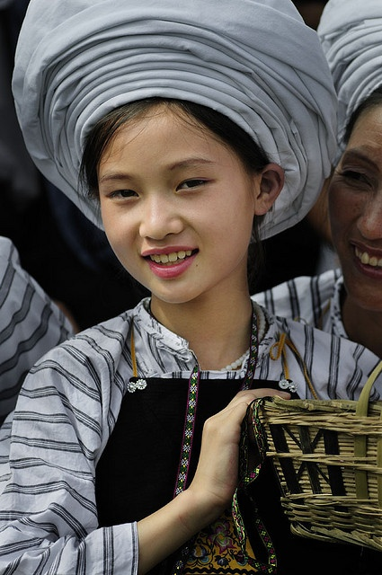 Girls in Buyi traditional costume