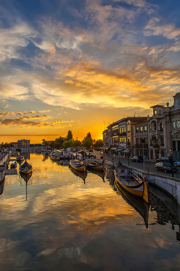 Sunset in Aveiro | Portugal (by Jorge Orfão)