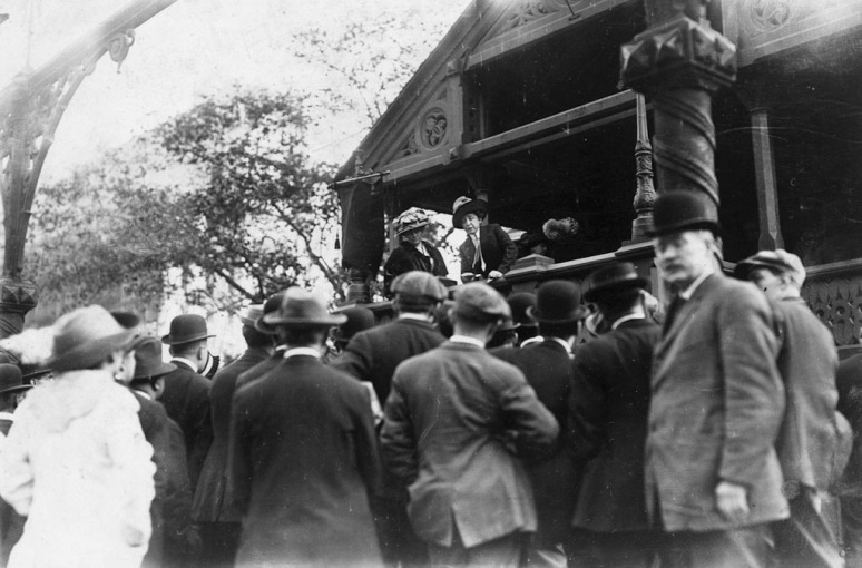 Mrs. ER Smith speaks to a small crowd on a platform at Union Square, the so-called School for the suffragettes.