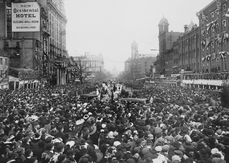 The crowd surrounded the demonstrators, blocking the path of the parade, March 3, 1913